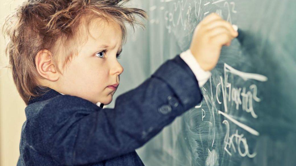 Успеть в первый класс! Когда отдавать ребенка в школу?